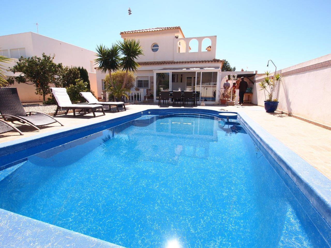 047. SUPER VILLA 3BED – 600M2 PLOT – VERY CONDITIONED WITH POOL, JACUZZI, SOLARIUM, GARDEN,TERRACE, BBQ…10 MINUTES ONLY FROM THE SEA – SAN GINES