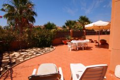 HOUSE 2BEDS WITH BIG PLOT 180M2 - CENTER - COMMUNAL POOL