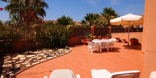 249. CORNER HOUSE 2BEDS WITH BIG PLOT 180M2 – CENTER – COMMUNAL POOL – ISLA PLANA