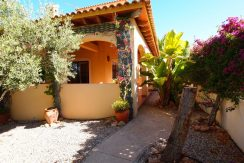 BEAUTIFUL VILLA WITH A LOVELY GARDEN 3BEDS 2BATHS - GARAJE
