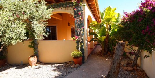 264. BEAUTIFUL VILLA WITH A LOVELY GARDEN 3BEDS 2BATHS – GARAJE – 600M2 PLOT – LIMONAR