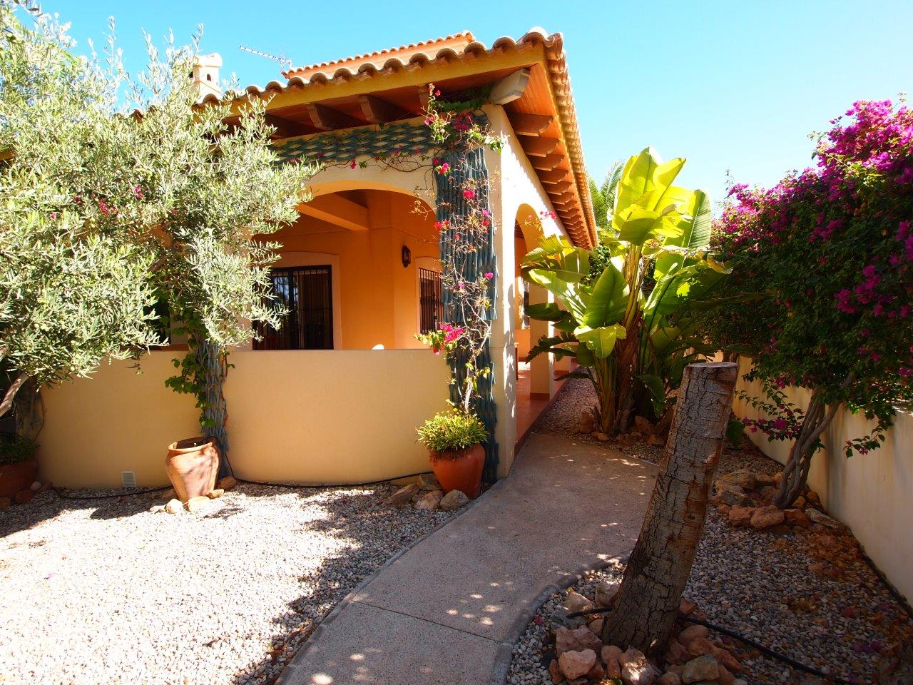 264. RENTAL BEAUTIFUL VILLA WITH A LOVELY GARDEN 3BEDS 2BATHS – GARAJE – 600M2 PLOT – LIMONAR