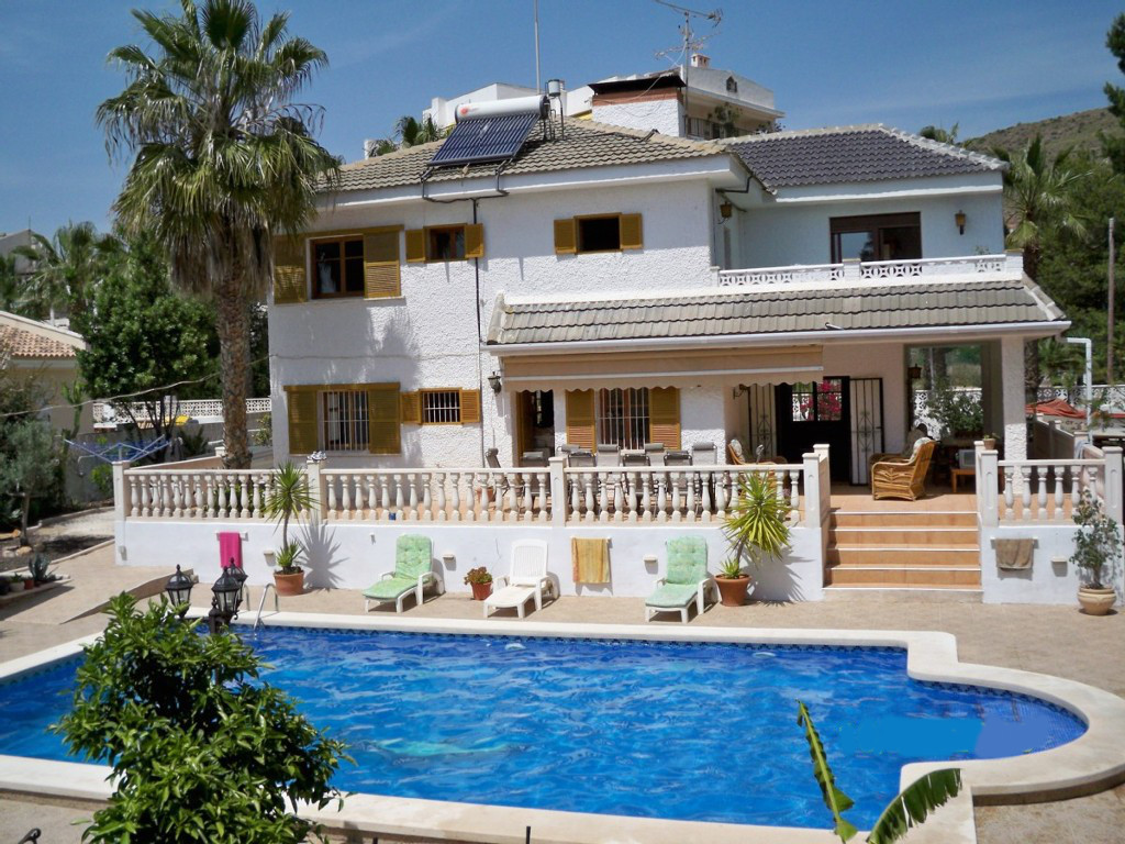2109. LUXURY VILLA 5B PRIVATE POOL – PLOT 1.000M2 – SOUTH – SAN GINES