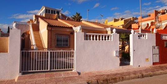 319. BEAUTIFUL HOUSE TYPE VILLA WITH PRIVATE PLOT. 2 BEDROOMS, VIEWS TO THE BAY AND SOLARIUM.