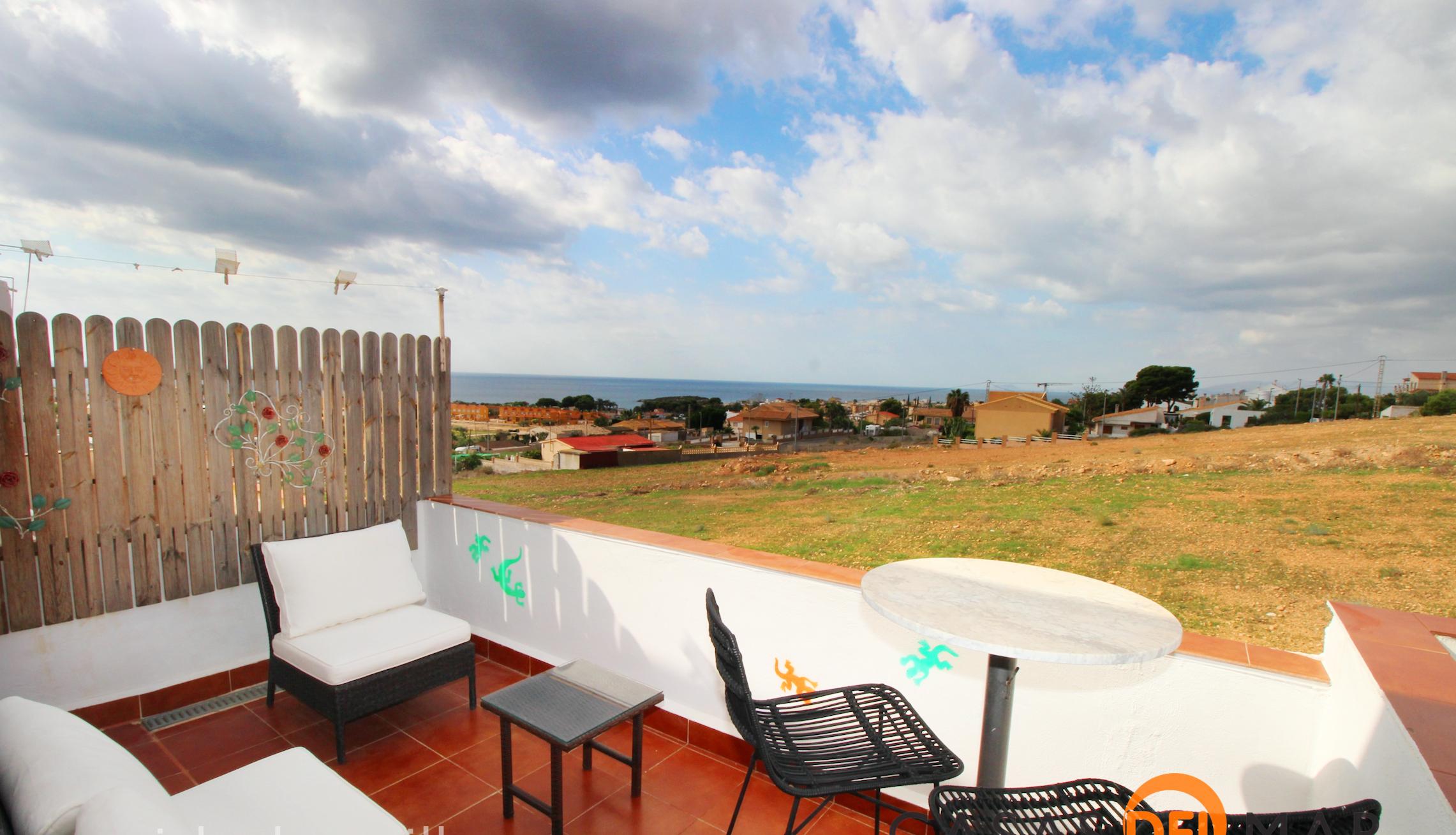 1602. Dúplex reformado de 3 dormitorios con vistas al mar. – ISLA PLANA