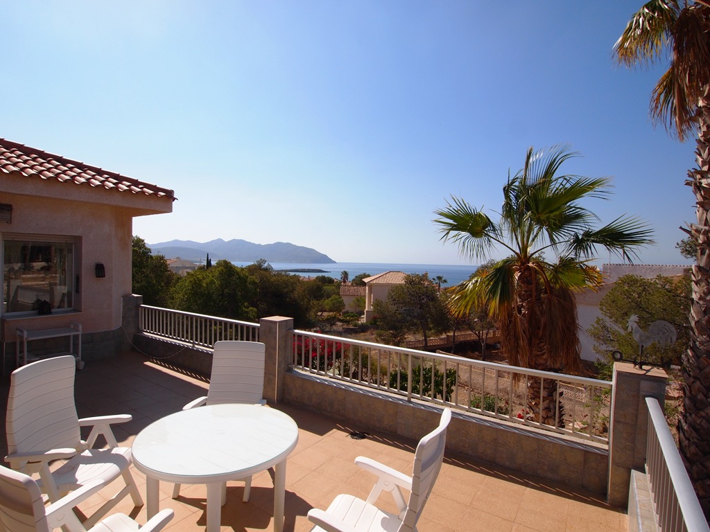 1102. AWESOME 4 BEDROOMS VILLA WITH SEA VIEWS FOR SALE