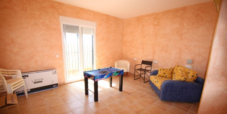 TOWNHOUSE WITH 3 BEDROOMS ISLA PLANA CENTER FOR RENT 25